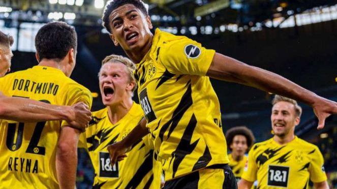 Pemain Borussia Dortmund rayakan gol Erling Haaland.