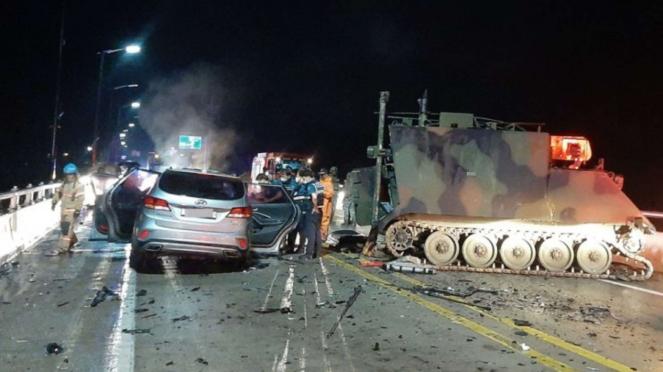 VIVA Militer: Kecelakaan Tank Amerika dengan SUV di Korea Selatan