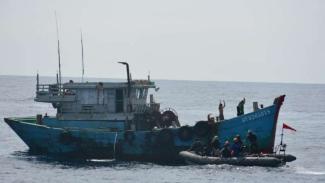 Dua Kapal Vietnam Coba Mengecoh KRI Usman Harun di Laut Natuna Utara
