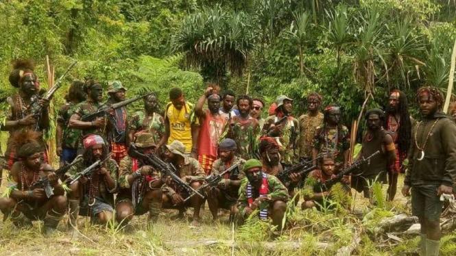 Sejumlah orang yang disebut sebagai kelompok kriminal bersenjata di Papua