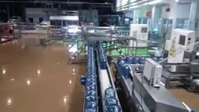 Pabrik Aqua di Cicurug, Sukabumi diterjang Banjir