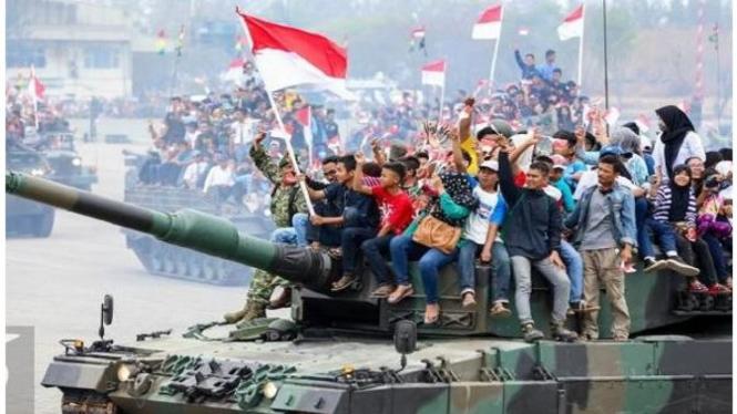 TNI bersama rakyat untuk rakyat. (Foto/antaranews)