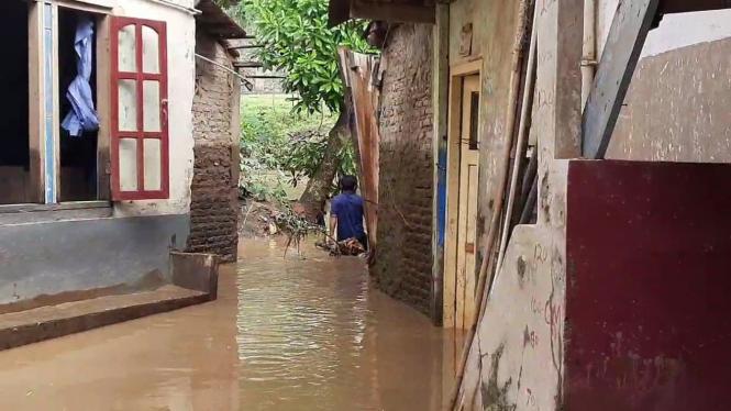 Banjir di permukiman warga kelurahan Cawang, Kecamatan Kramat Jati, Jakarta