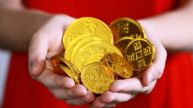 https://thumb.viva.co.id/media/frontend/thumbs3/2020/09/22/5f697c535b651-emas-mulai-dibuang-bitcoin-makin-disayang-sayang_375_211.jpg