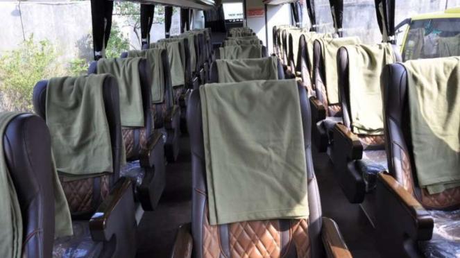 Tempat duduk bus AKAP PO Handoyo terbaru