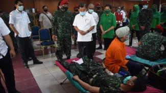 VIVA Militer :Danjen Kopassus Brigjen TNI Mohammad Hasan bersama H.M.Jusuf Kalla