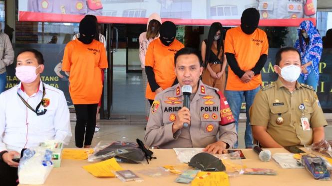 Tempat pijat plus plus digerebek di Jakarta Utara