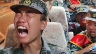 VIVA Militer: Tentara China menangis saat dikerahkan ke zona perang India.