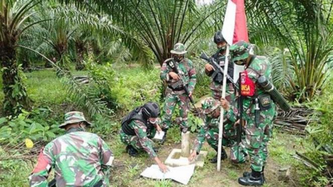 VIVA Militer: Prajurit di patok perbatasan RI Malaysia.
