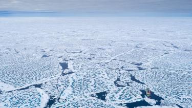 https://thumb.viva.co.id/media/frontend/thumbs3/2020/09/23/5f6a9bd1a7c89-es-di-permukaan-laut-arktik-berkurang-hingga-mendekati-rekor-terendah_375_211.jpg
