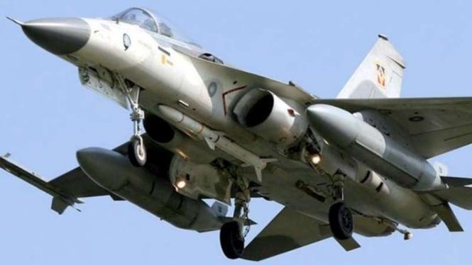 VIVA Militer: Rudal Wan Chien dibawa jet tempur F-CK-1 Angkatan Udara Tawan