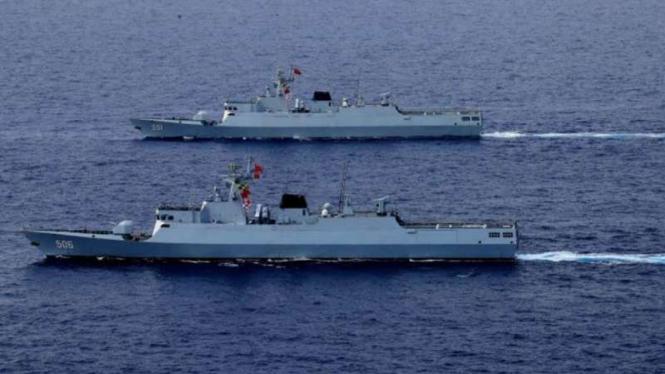 VIVA Militer: Kapal perang Angkatan Laut China, Jingmen (506) dan Suining (551)