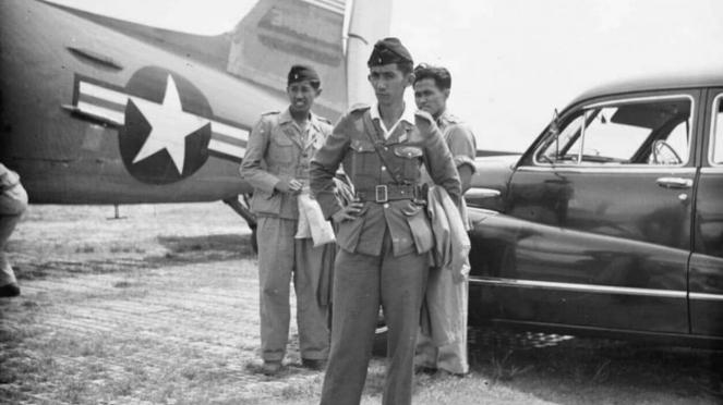 VIVA Militer: Jenderal TNI Goesti Pangeran Harjo Djatikoesoemo (tengah)