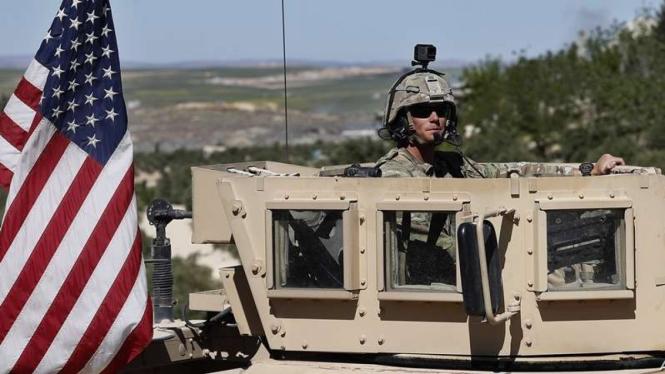 VIVA Militer: Prajurit Angkatan Bersenjata AS dalam kendaraan lapis baja