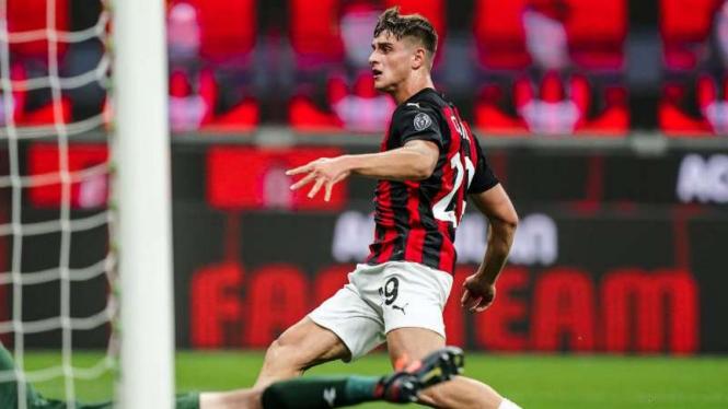 Bomber AC Milan, Lorenzo Colombo.