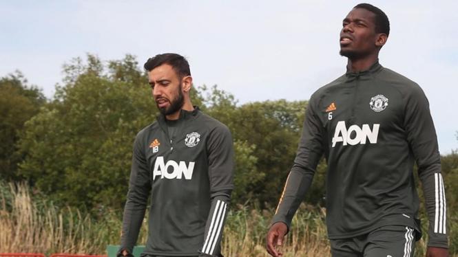 Gelandang Manchester United, Paul Pogba dan Bruno Fernandes