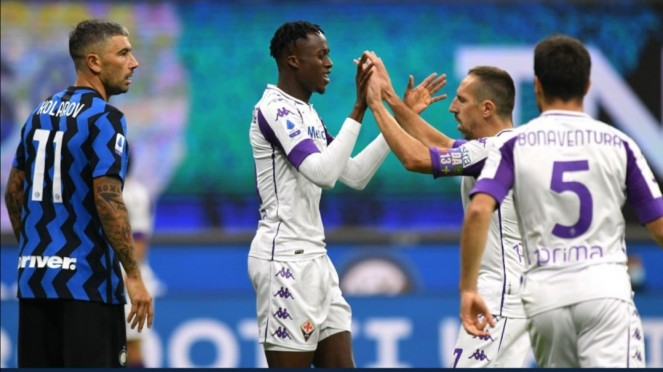 Pemain Fiorentina merayakan gol ke gawang Inter Milan.
