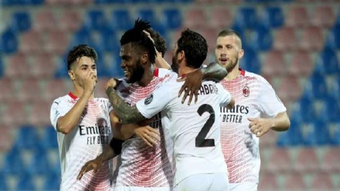 AC Milan rayakan gol ke gawang Crotone