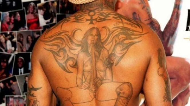 Tatto di punggung Dennis Rodman