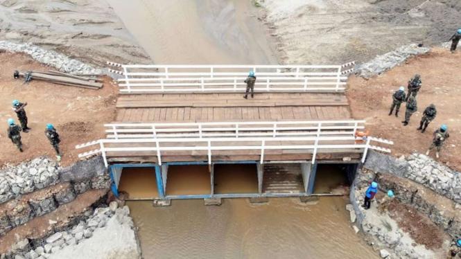VIVA Militer: Satgas Kompi Zeni TNI Konga Bangun Jembatan di Kongo