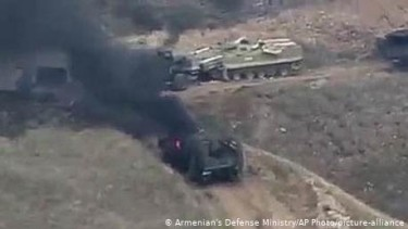 https://thumb.viva.co.id/media/frontend/thumbs3/2020/09/28/5f7191fa1587a-perebutkan-nagorno-karabakh-armenia-dan-azerbaijan-saling-deklarasikan-darurat-perang_375_211.jpg