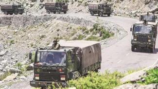 VIVA Militer: Konvoi kendaraan Angkatan Bersenjata India (BSS)