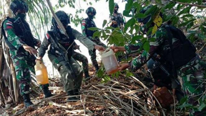 VIVA Militer: TNI temukan BBM Pertamina.