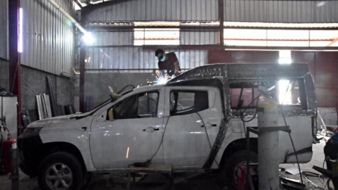 Perakitan Mobil Ambulans di Babelan, Cikarang, Bekasi (Antara)