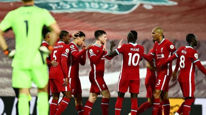 Selebrasi pemain Liverpool usai cetak gol