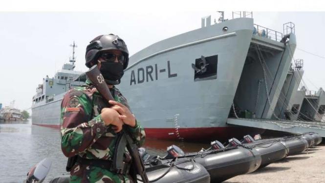 VIVA Militer : Kapal pengangkut Tank milik TNI AD, Kapal ADRI 50