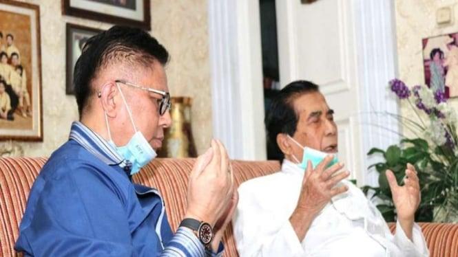 Calon Gubernur Sumatera Barat (Sumbar) Mulyadi (kiri)