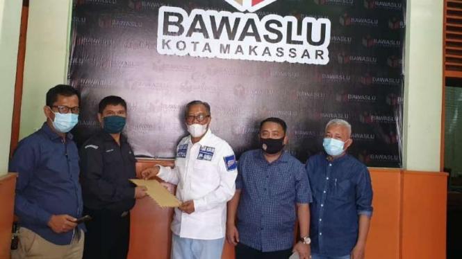 Tim kuasa hukum Appi-Rahman melaporkan paslon Irman-Zunnun ke Bawaslu.