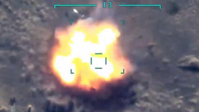 VIVA Militer: Mayat tentara Armenia terbang dihantam rudal.