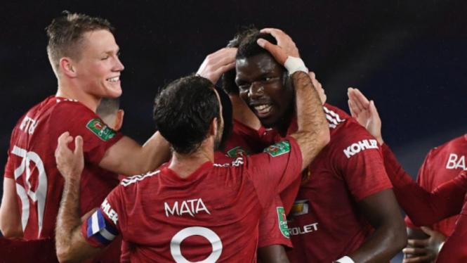 Para pemain Manchester United rayakan gol spektakuler Paul Pogba