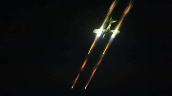 VIVA Militer: Jet tempur TNI Angkatan Udara melepaskan rudal ke target musuh