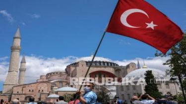 https://thumb.viva.co.id/media/frontend/thumbs3/2020/10/02/5f765ad6bb7af-wajah-turki-di-bawah-erdogan-dari-sekuler-ke-islamis_375_211.jpg