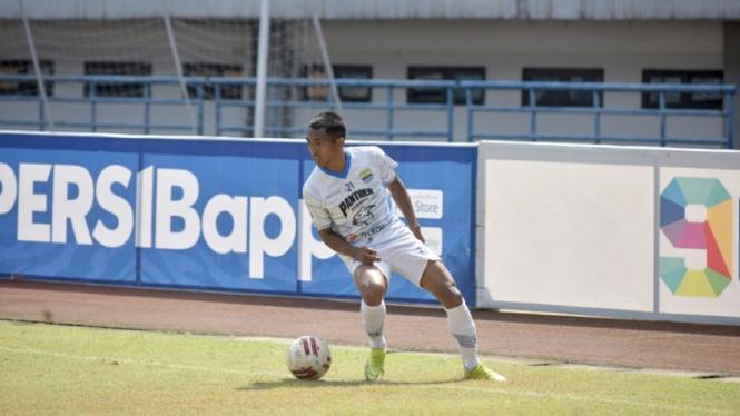 Pemain Persib Bandung, Frets Butuan