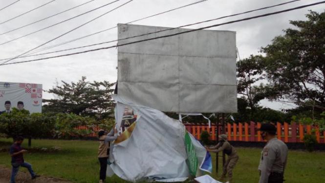 Bawaslu Bangka Tengah tertibkan alat peraga kampanye (antara)