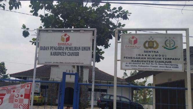Kantor Bawaslu Cianjur, Jawa Barat (2/10)