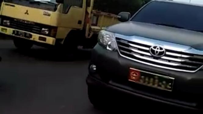 Viral, warga sipil memakai mobil dinas Jenderal TNI