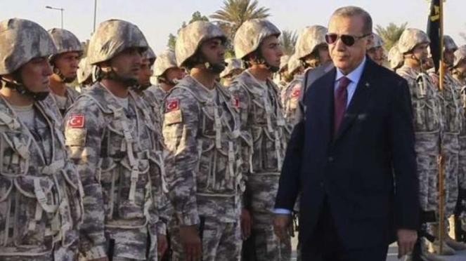 VIVA Militer: Recep Tayyip Erdogan di depan pasukan Angkatan Bersenjata Turki