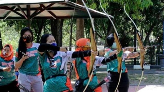 VIVA Militer : Para istri prajurit TNI AL dari Batalyon Infanteri 3 Marinir