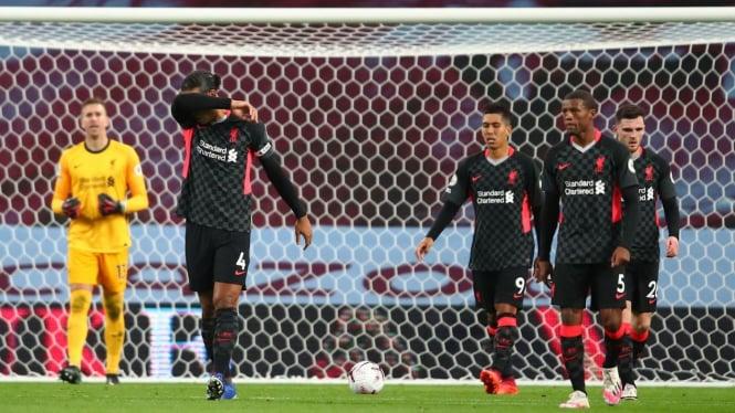 Pemain Liverpool tertunduk lesu usai dibantai Aston Villa