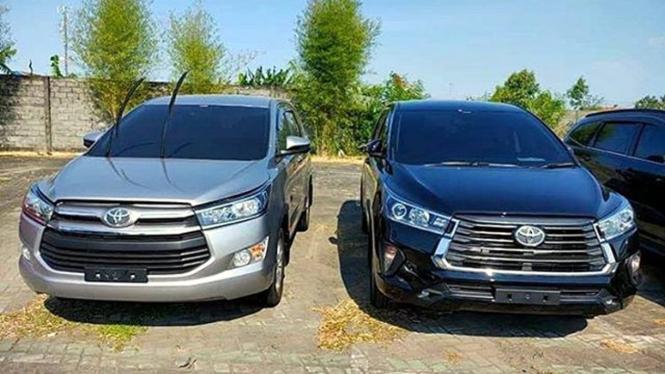 Toyota Innova lama (kiri) dan edisi facelift (kanan)