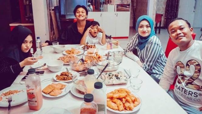 Keluarga Sule bersama Nathalie Holscher