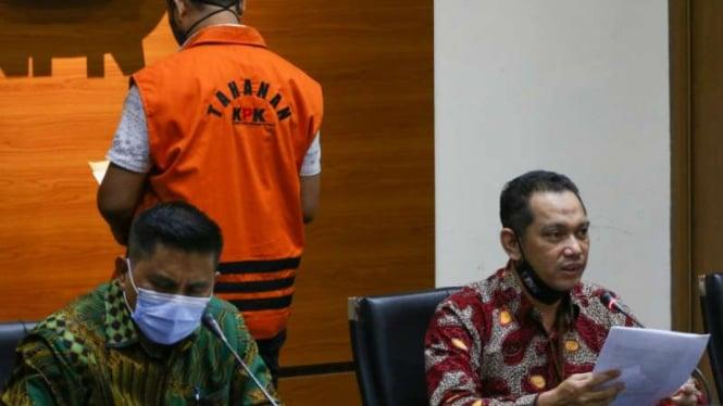 Wakil Ketua KPK Nurul Ghufron (kanan) dan Deputi Bidang Penindakan KPK Karyoto (kiri)