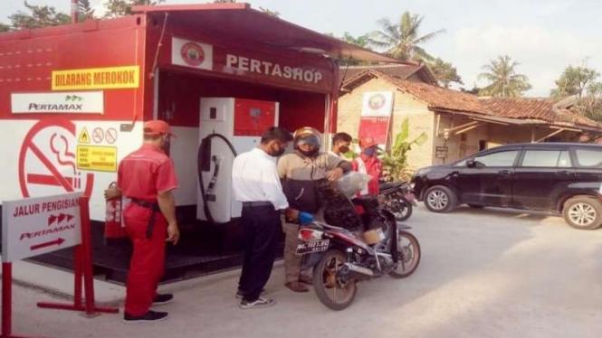 Ilustrasi kios bensi eceran Pertashop
