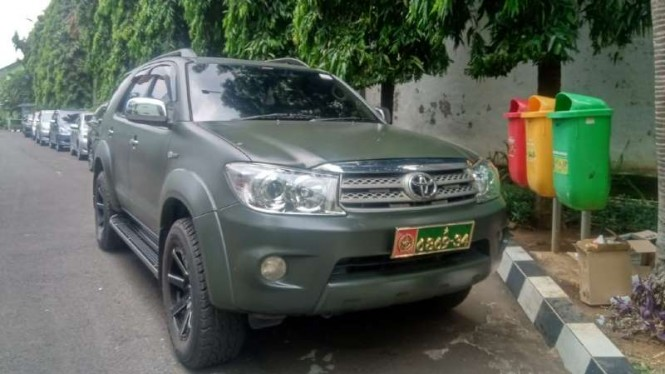 Mobil pelat nomor kendaraan dinas milik TNI AD setelah diamankan di Mapuspomad