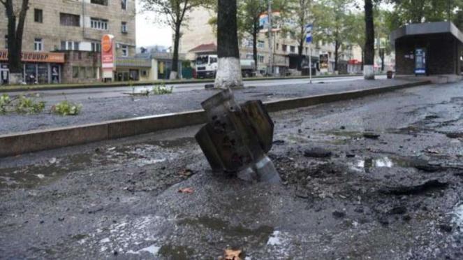 VIVA Militer: Roket BM-30 Smerch militer Azerbaijan jatuh di Stepanakert