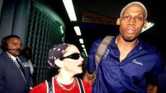Momen Dennis Rodman Bongkar Sisi Lain Madonna yang Ngebet Dihamili